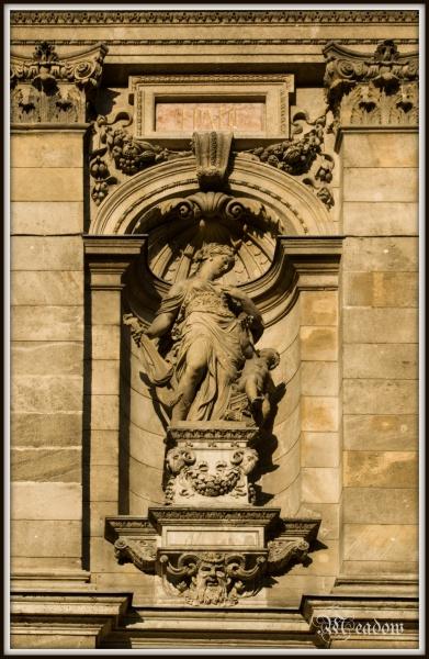 opera-socha-v-pruceli
